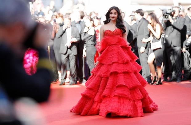 aishwarya-rai-in-red-gown-at-cannes-film-festival-2017- (28)