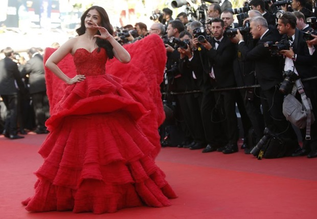 aishwarya-rai-in-red-gown-at-cannes-film-festival-2017- (29)