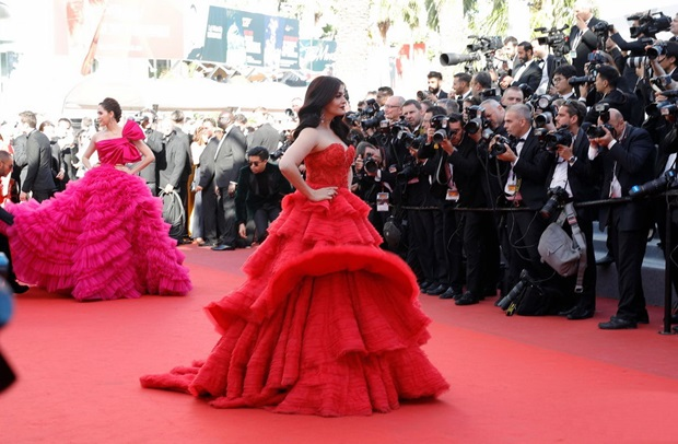 aishwarya-rai-in-red-gown-at-cannes-film-festival-2017- (30)