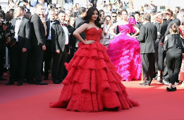 aishwarya-rai-in-red-gown-at-cannes-film-festival-2017- (33)