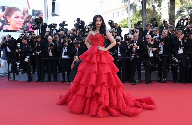 aishwarya-rai-in-red-gown-at-cannes-film-festival-2017- (35)