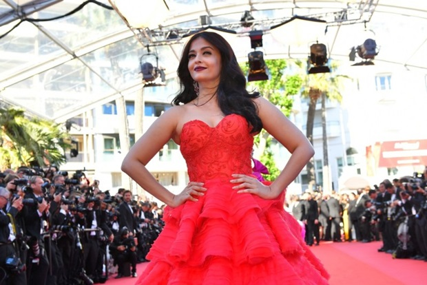 aishwarya-rai-in-red-gown-at-cannes-film-festival-2017- (36)