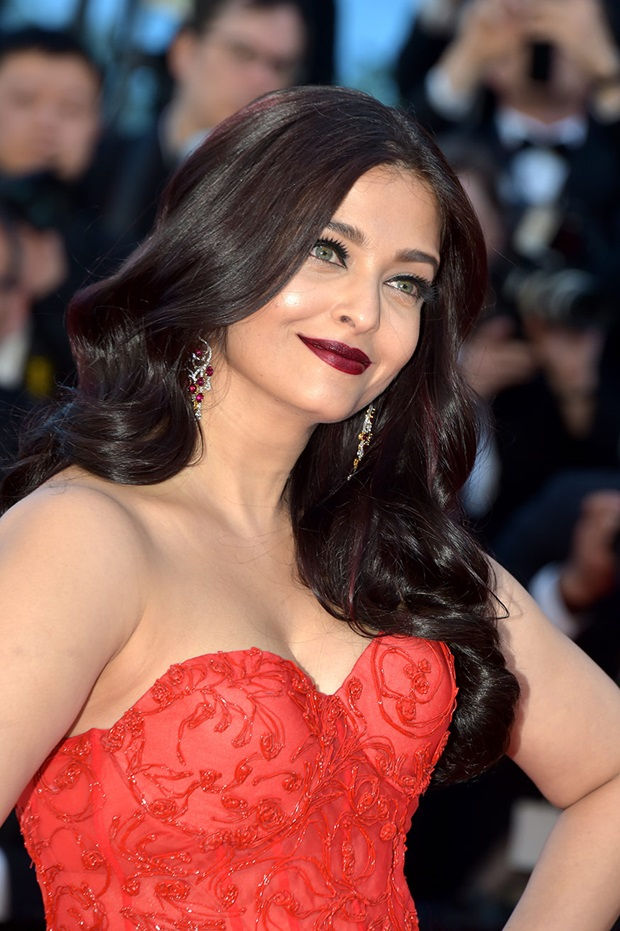 aishwarya-rai-in-red-gown-at-cannes-film-festival-2017- (9)