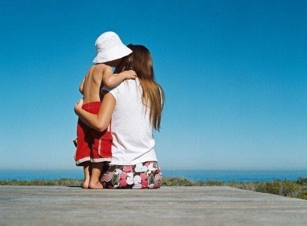 baby-hug-photos- (12)