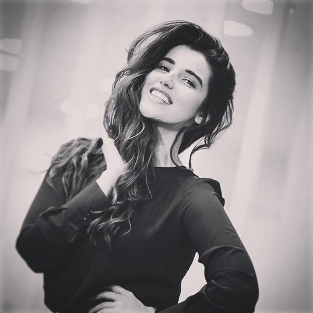 beautiful-pakistani-actress-hareem-farooq-photos- (16)