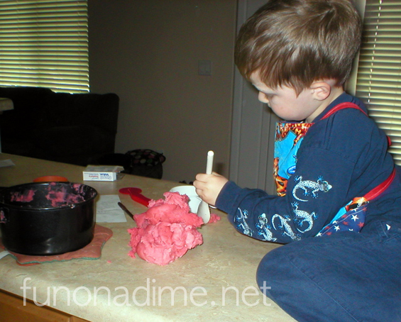 Easy Homemade Play-dough Recipe - kid friendly