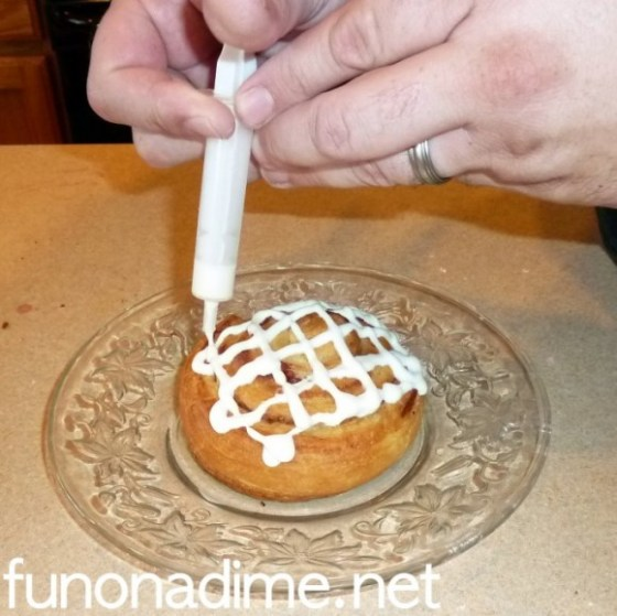 Easy way to apply frosting