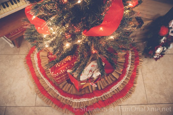 No Sew Tree Skirt Tutorial - Super cute Christmas and holiday decoration mad from burlap, lace and fabric strips