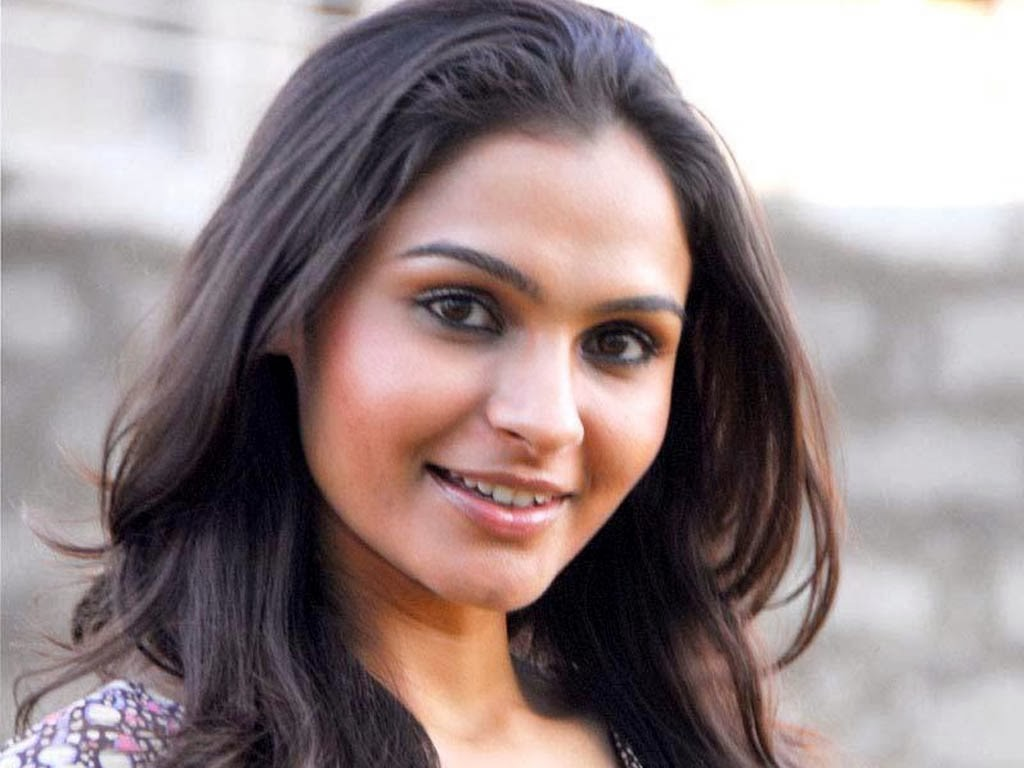 Trisha Hd Cute Wallpapers Andrea Jeremiah Sizzling Hot Images Latest Wallpapers