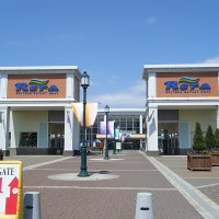 800px-Chitose_outlet_mall_Rera_entrance01