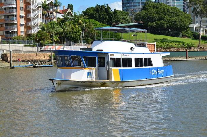 800px-Ferry_in_Brisbane