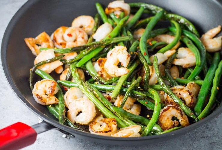 Shrimp and green bean stir fry