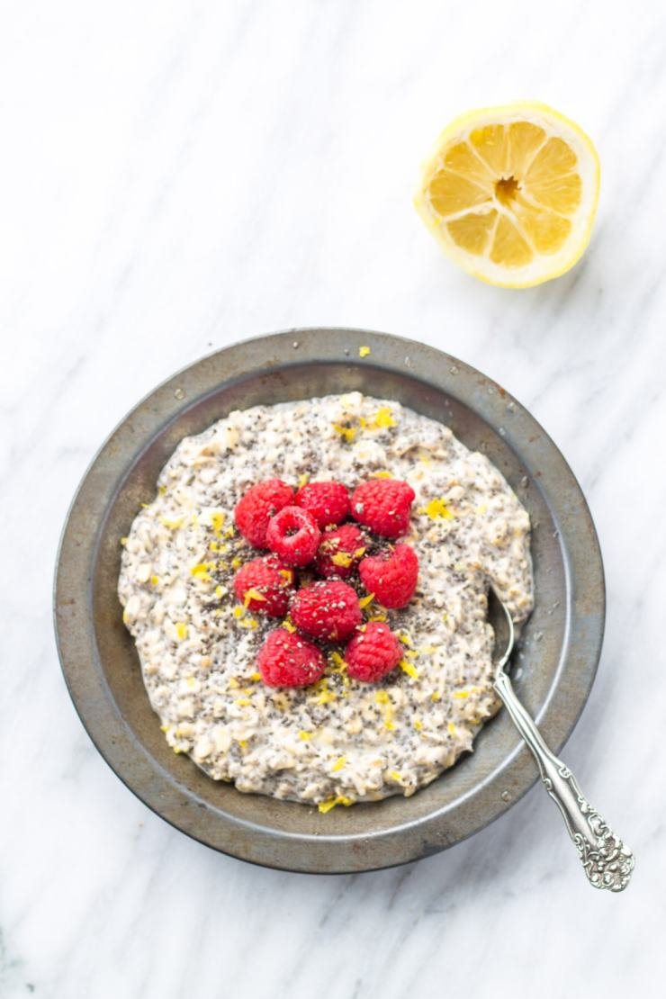 A staple for me since collage, I love taking just five minutes at night to whip up this Low Fodmap Lemon Raspberry Overnight Oats recipe. That way I can enjoy a hassle-free breakfast that is light and refreshing! || FunWithoutFodmaps || Low Fodmap Recipe