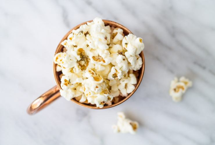 Classic Italian spices, like oregano, rosemary and thyme add tons of flavor to this easy, whole grain Low Fodmap Pizza Popcorn - great for a tasty snack!