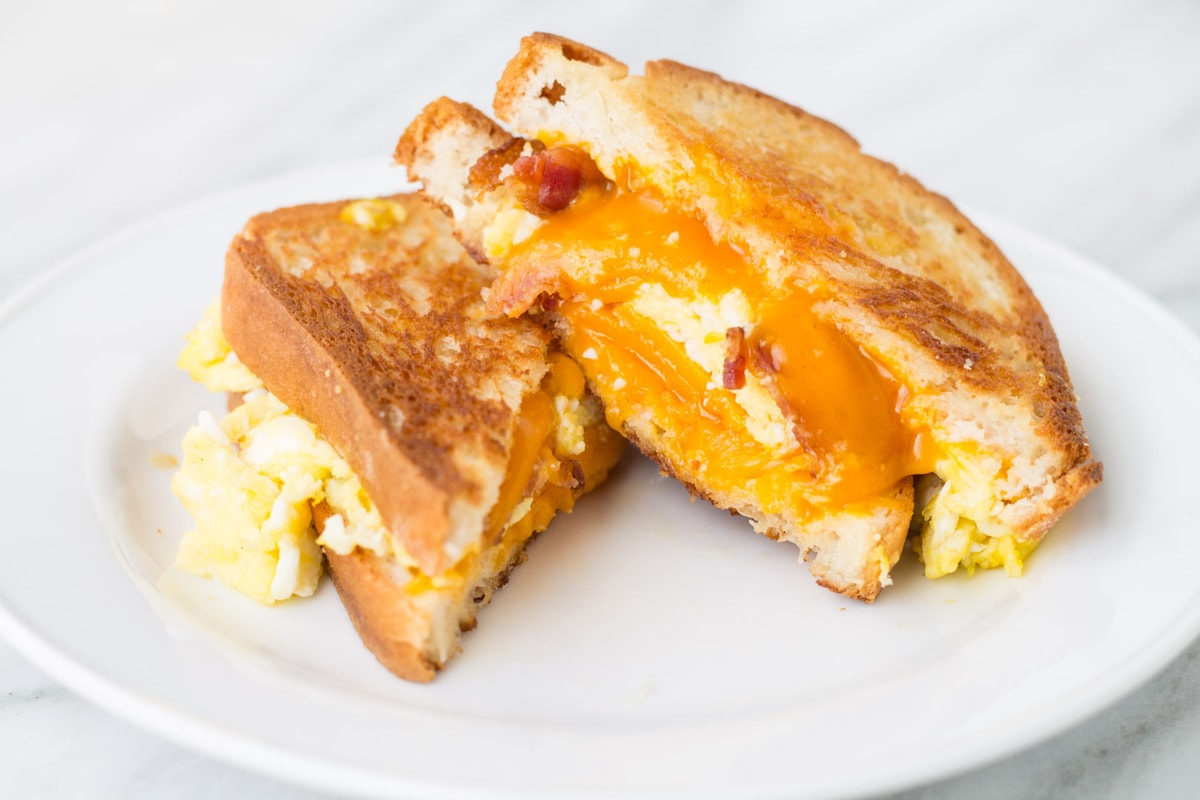 Breakfast sandwich meets grilled cheese in this quick and yummy Low FODMAP Breakfast Grilled Cheese recipe.