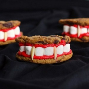 awesomely-creative-halloween-treats2-300x300