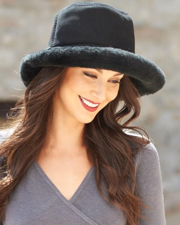 Toronto Shearling Sheepskin Hat In Black