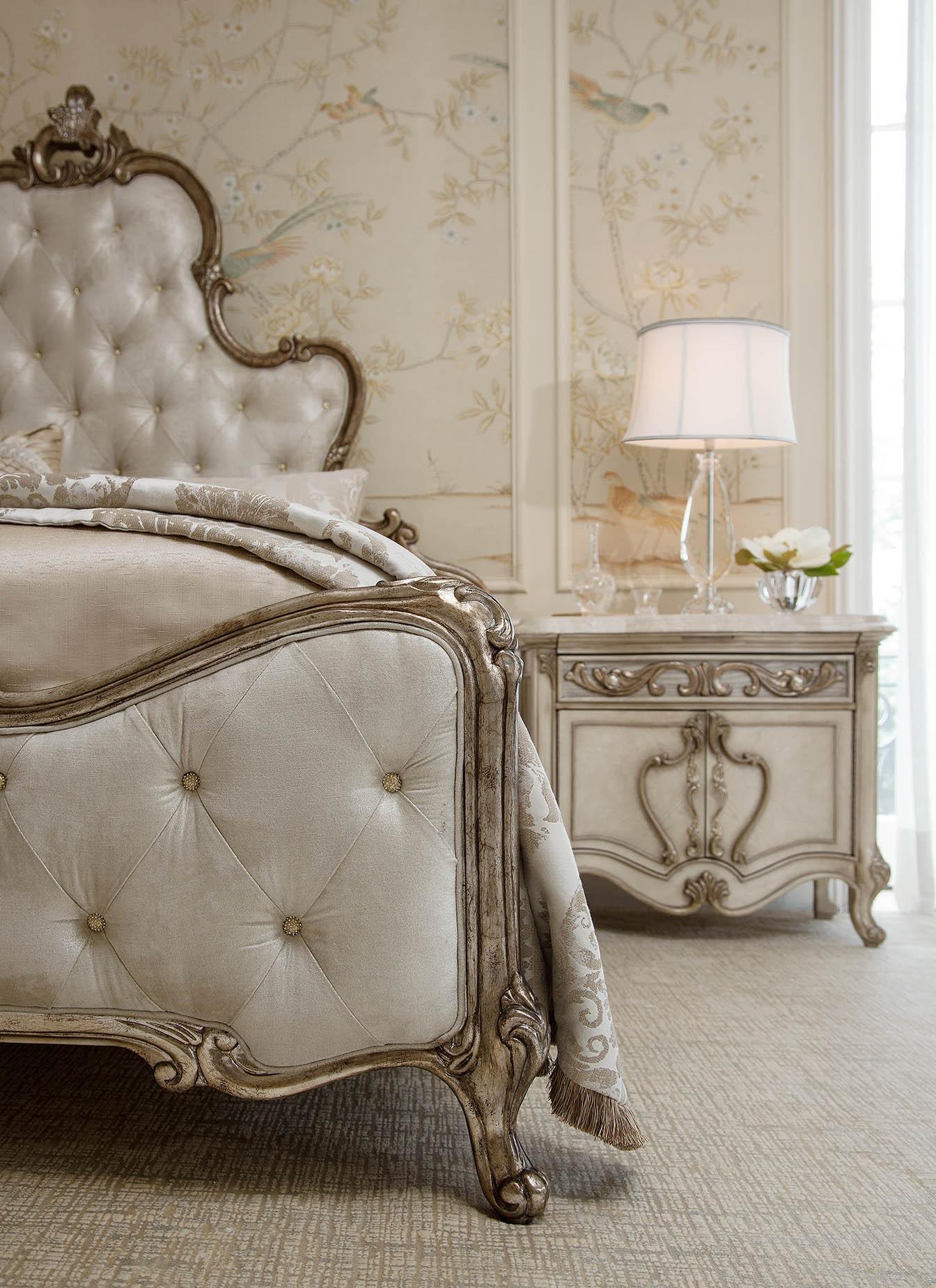 Platine de RoyaleChampagne Bedroom by Aico