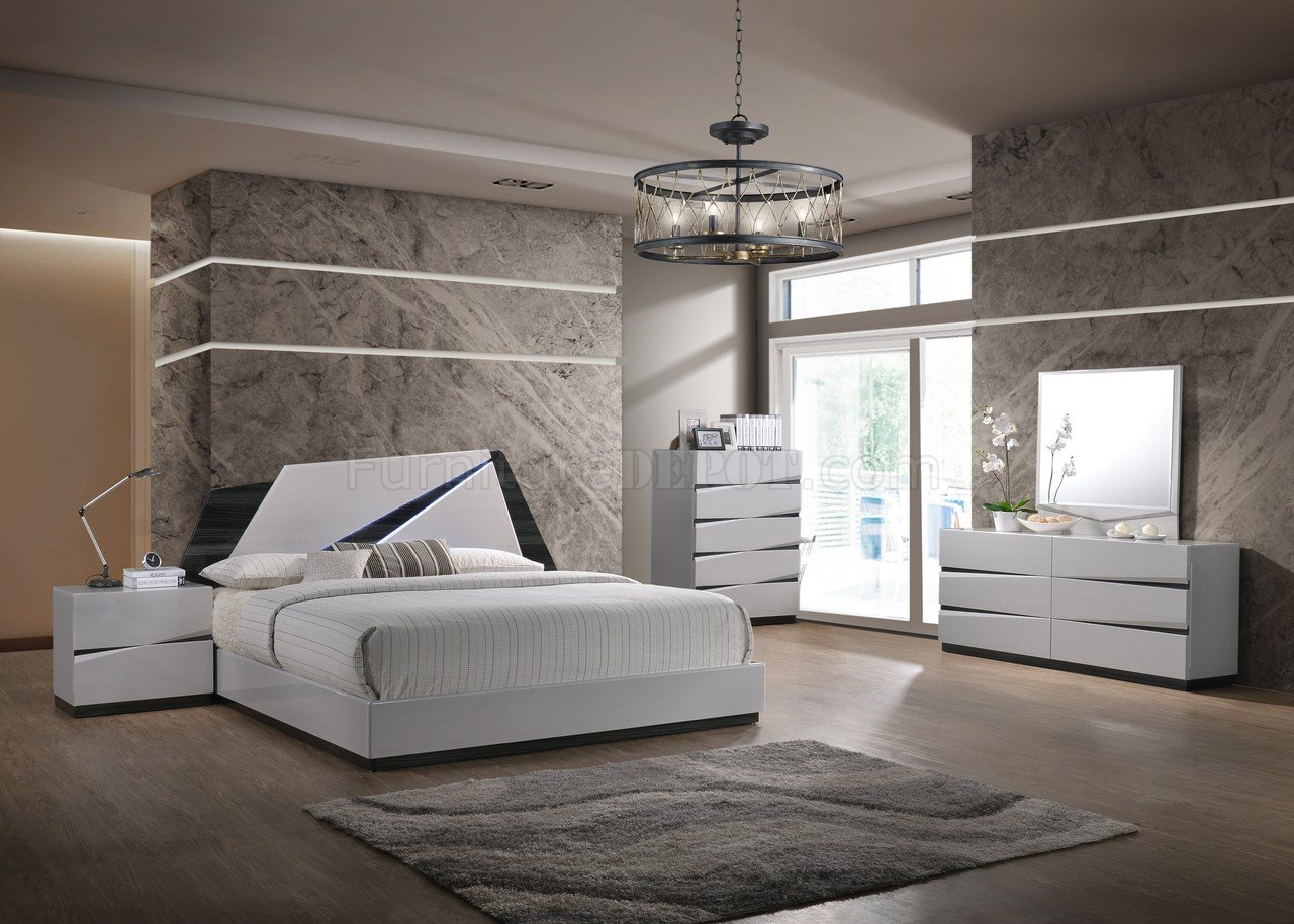 Scarlett Bedroom Set In Grey By Global WOptions