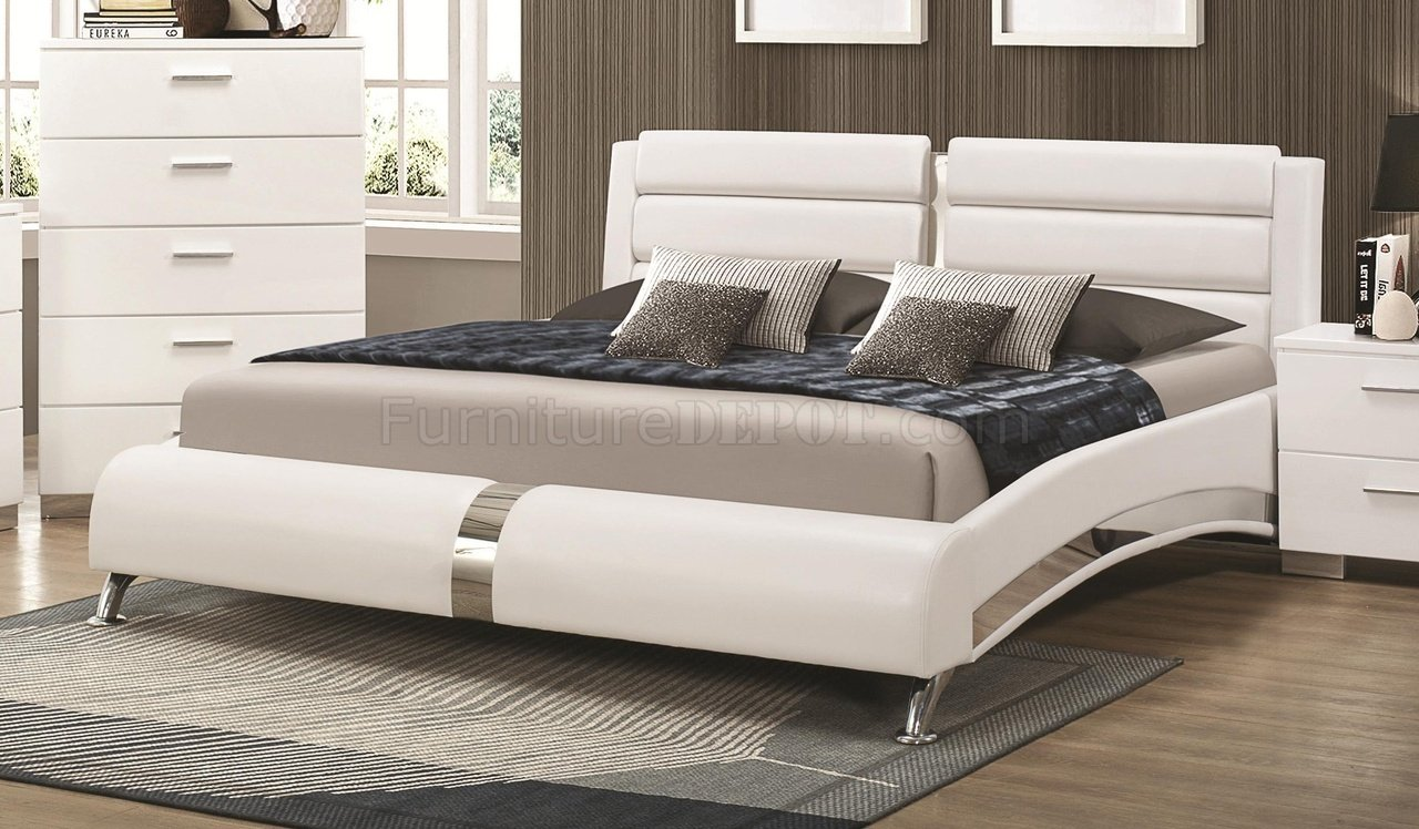 Jeremaine 300345 Upholstered Bed In White Leatherette By