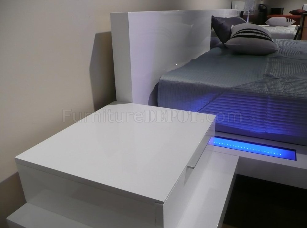 High Gloss White Finish Modern Bedroom with BuiltIn