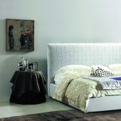 White Diva Tufted Bed By American Eagle