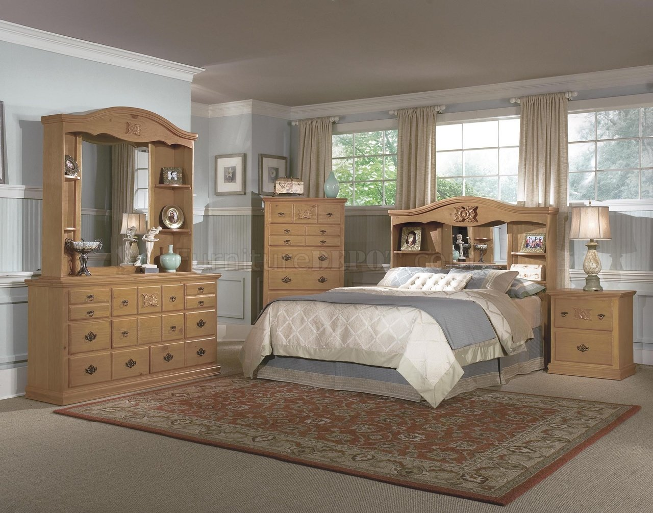 Pine All Wood Country Style Bedroom wHandCarved Wood Accents
