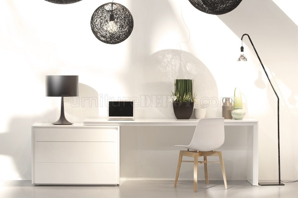 Trend Modern Office Desk In White By J Amp M
