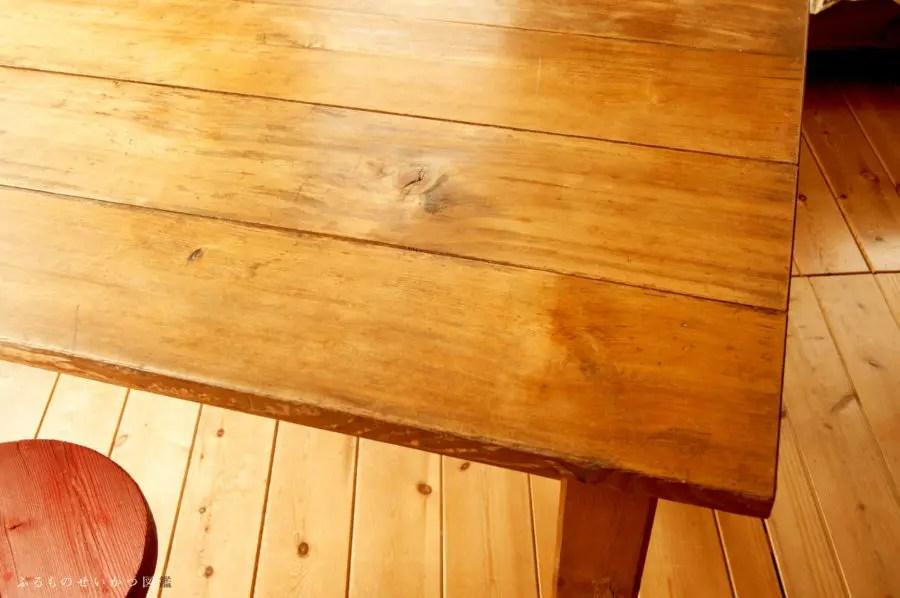 中古のダイニングテーブルをリビングに