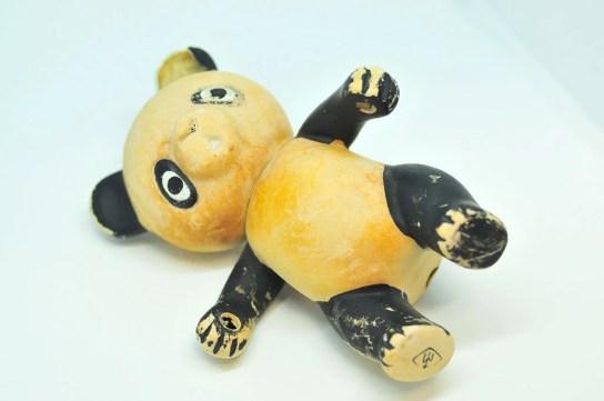 シャビーなパンダの人形は海で拾ったもの。0円インテリアのススメ