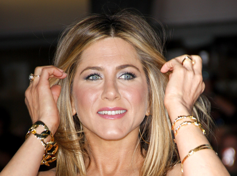 jennifer-aniston-image-cbd