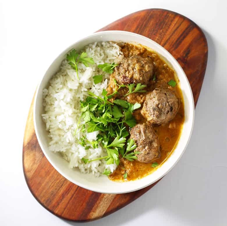 Kashmiri Elk Curry, also known as Rogan Josh is a rich, spicy but not hot curry from North India. This version is made from elk for all the hunters out there that need a good recipe. Impress your friends with this easy recipe and make this tonight!