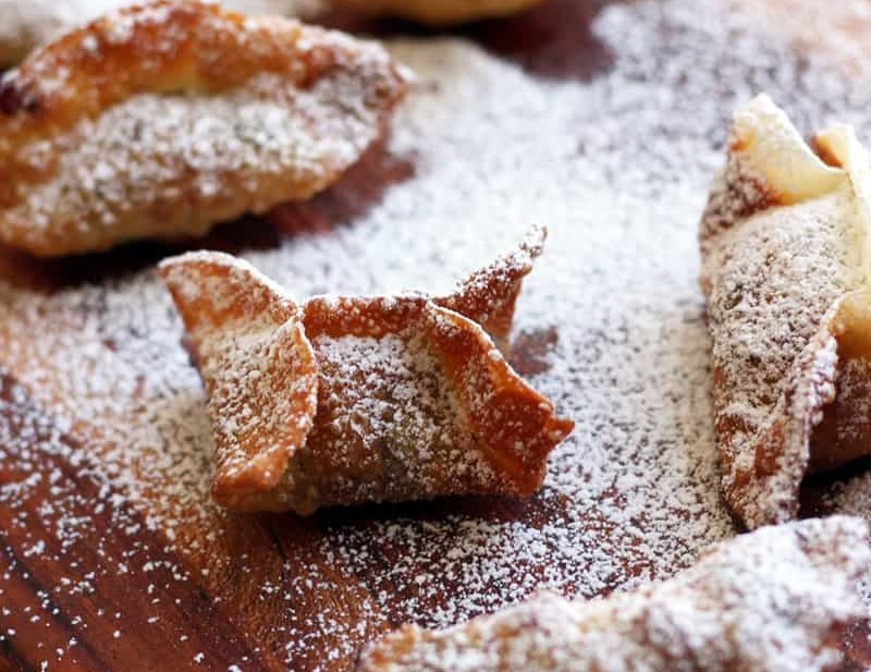 Easy Mince Dumpling Recipe. Wrap mince with a dumpling wrapper, fry and sprinkle with powdered sugar, easy!