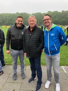 Fans mit Horst Hrubesch