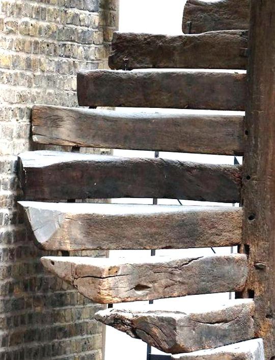 Escales de cargol de fusta  Fusters  Barcelona  Ebenisteria  Fusteria  Decoraci  Barcelona