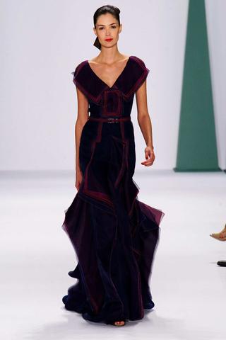 عرض أزياء كارولينا هيريرا في نيويورك لربيع صيف ٢٠١٥