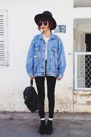 ١٠ طرق متنوعة لارتداء الجاكيت الجينز في الشتاء