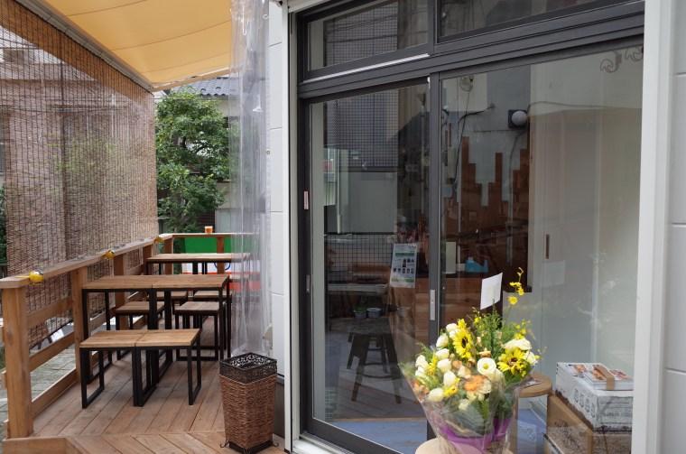 『横浜スパイシークラブ 三軒茶屋』のテラス席