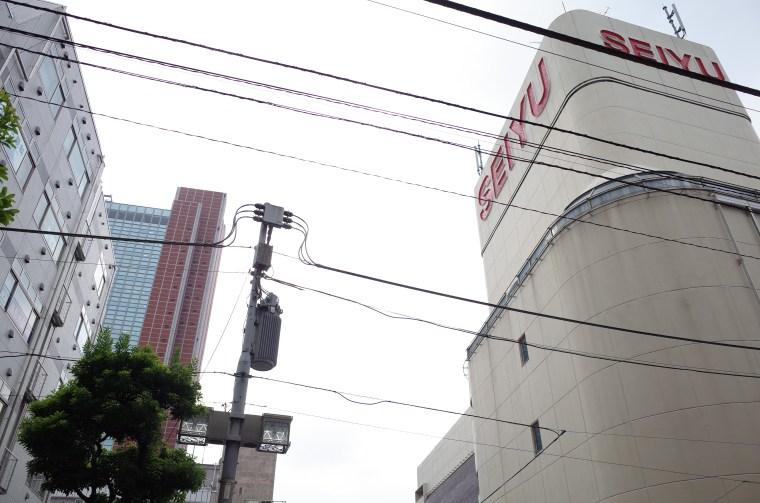 東急三軒茶屋駅近くのビル『キャロットタワー』近影