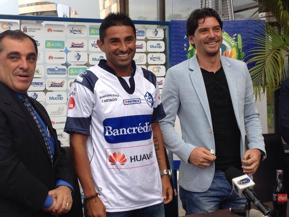 Carlos hernández fue presentado este miércoles por el Club Sport Cartaginés. Foto: Luis Brenes