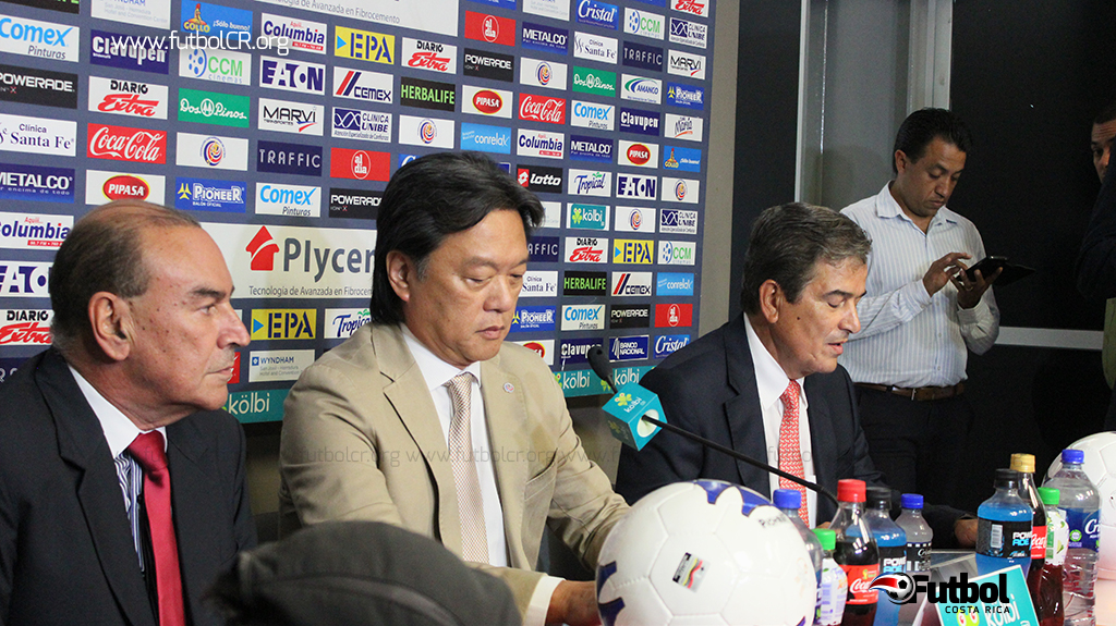 Adrián Gutierrez, Eduardo Li y Jorge Luis Pinto la tarde de este jueves en conferencia de prensa