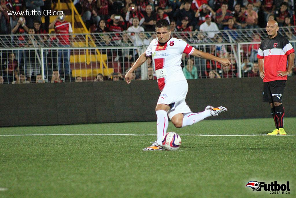 Un cobro de penal de rabona, con gran clase,selló el último gol de Oviedo con los Manudos