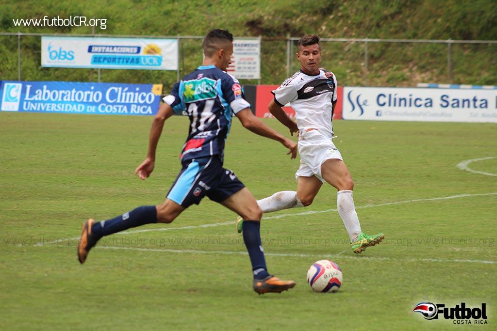 Sibaja desequilibra por el costado y sirve el centro que a la postre sería el tercer gol del juego para la U.
