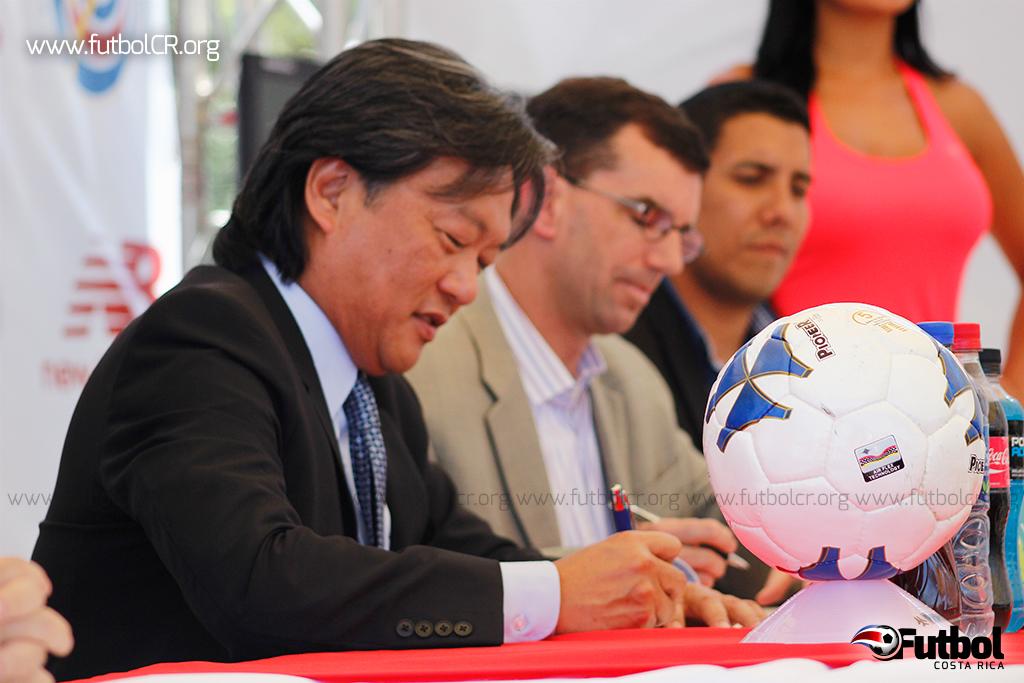 Eduardo Li no habló sobre el monto que New Balance pagó a Lotto por confidencialidad. Foto: Steban Castro.