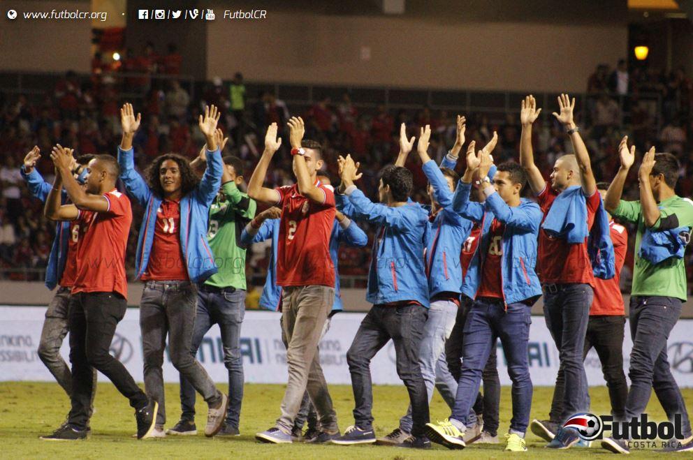 Los dedicados del partido fueron La Sele Sub-17 por su trabajo en Chile 2015. Foto: Ruben Murillo