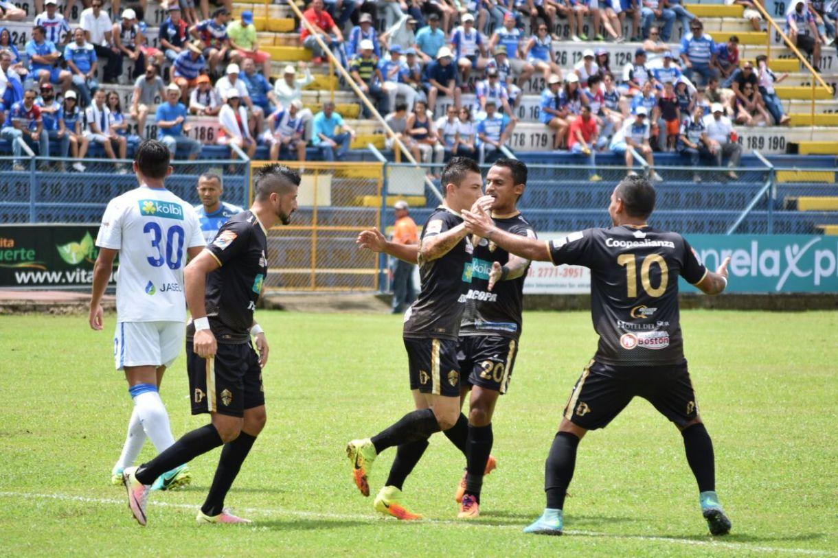 Así celebró el jugador Pablo Herrera su tanto el día de hoy, el primero del juego. Foto: Bryan Mora.