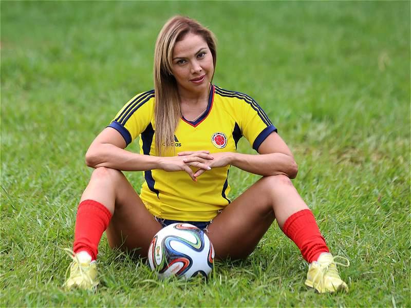 En Fotos Cinco Modelos Con La Camiseta De Colombia Bien