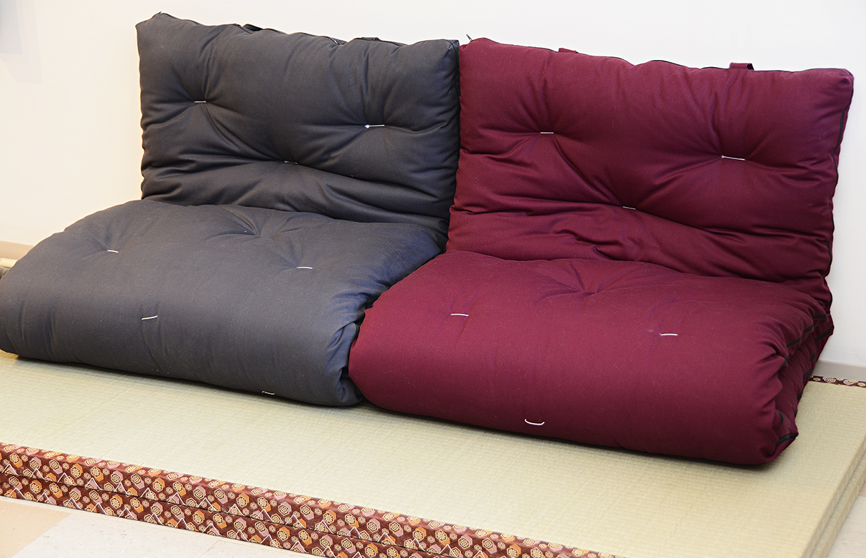 futon sofa bed queen size black and white sectional japanese canada | roselawnlutheran