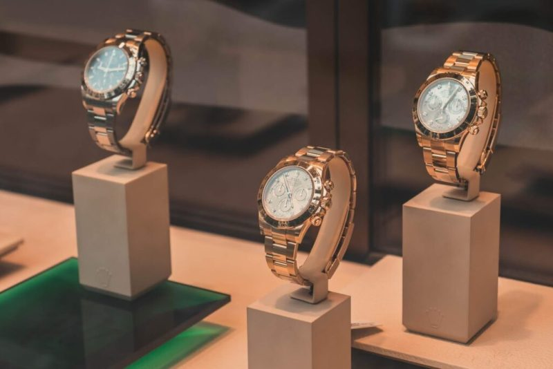 Know The Brands of Luxury Watches That Sell Well Online