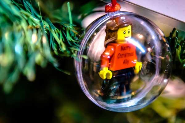 Brickchristmasbaubletree